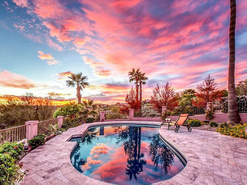 Luxurious house w/pool & amazing desert views-convenient location, alquiler de vacaciones en Fountain Hills
