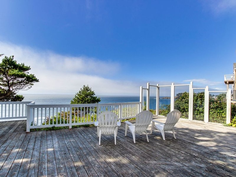 Dog-friendly oceanfront house w/amazing ocean views & entertainment, holiday rental in Otter Rock