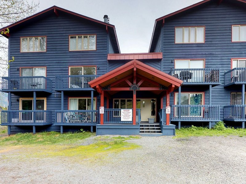 Condo w/great location at base of the mountain, near hiking, skiing & biking, alquiler de vacaciones en Girdwood