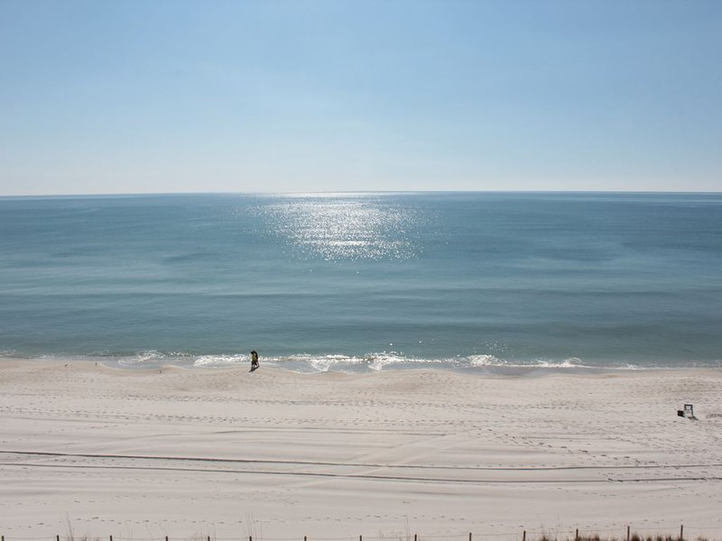 SPECTACULAR SUNRISE & SUNSET VIEWS, holiday rental in Carillon Beach