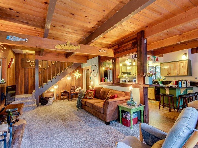 La sala de estar de concepto abierto proporciona espacio para que todos puedan extenderse
