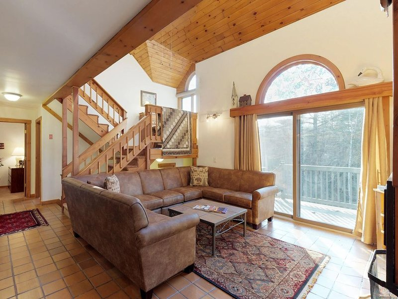 Charming, dog-friendly home w/ huge deck & game room - minutes to Okemo – semesterbostad i Ludlow
