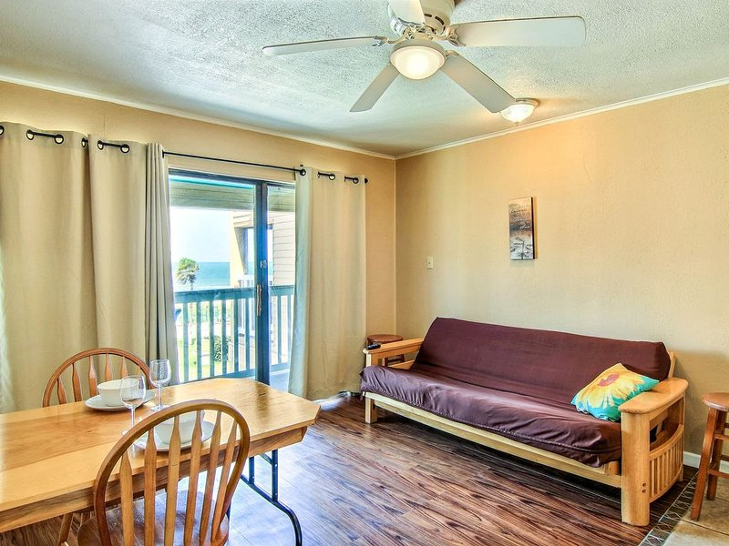 Bayfront condo w/shared heated pool, water views and fitness center, holiday rental in Robstown