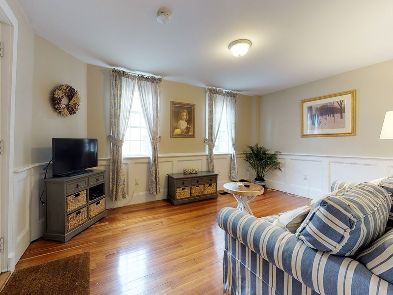 Charming, antique home in the heart of historic Salem!, holiday rental in Lynn