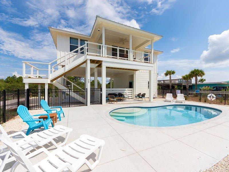 Deja Blue, 4BR/3BA, Private Pool, Game Room w/ Ping Pong!, location de vacances à Eastpoint