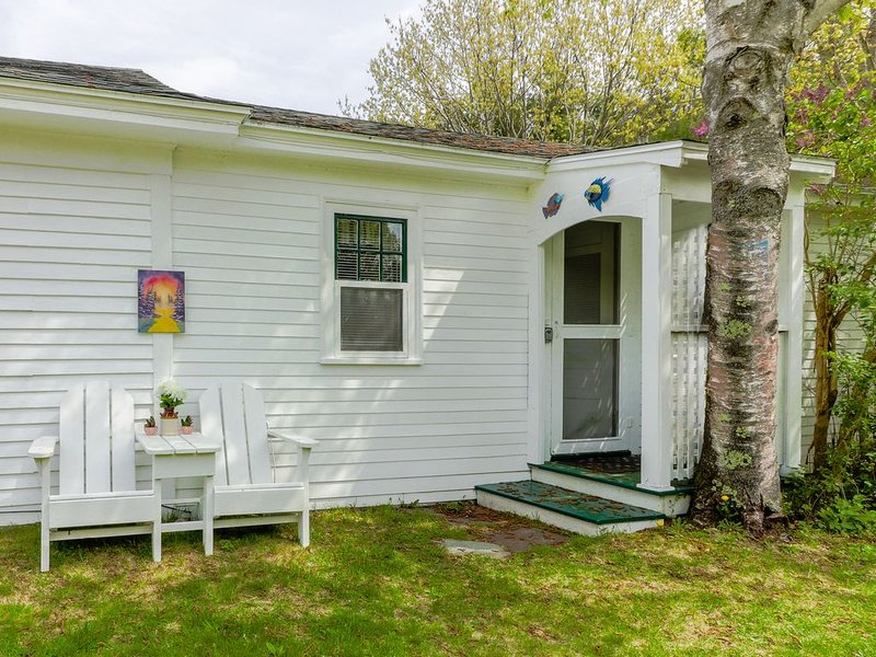 Sunny guesthouse w/ a kitchenette - next to farm trails - 1/4 mile to the beach!, alquiler de vacaciones en Ogunquit