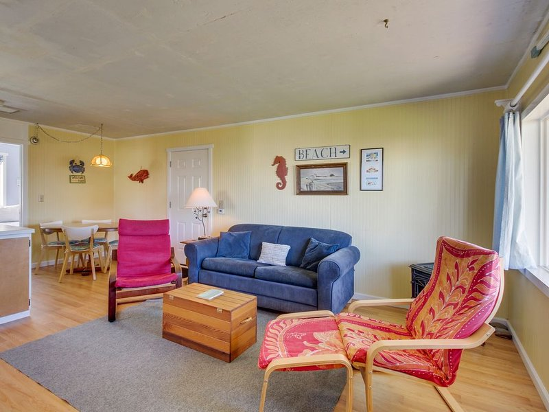 Dog-friendly cottage w/ beach access & ocean view from living room, holiday rental in Moclips