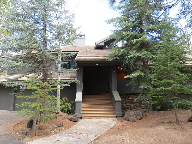 Glaze Meadow #418 Ultimate Luxury in a Vacation Home on 1.12 Secluded Acres, holiday rental in Black Butte Ranch