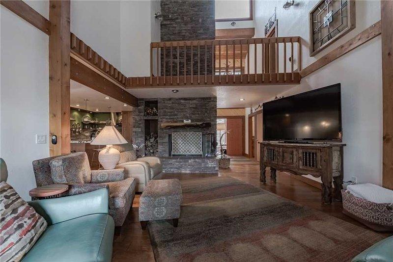High Loop, 5 Bedrooms, Wood Fireplace, Hot Tub, Grill, Pool Table, Sleep 12, vacation rental in Ruidoso Downs