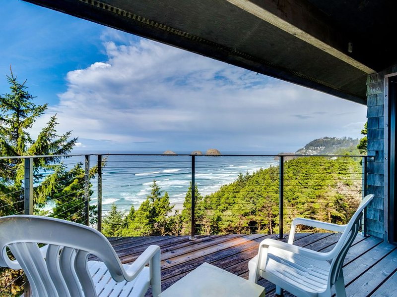 Oceanfront home w/ two balconies & lovely views - dogs are welcome, too!, holiday rental in Cape Meares