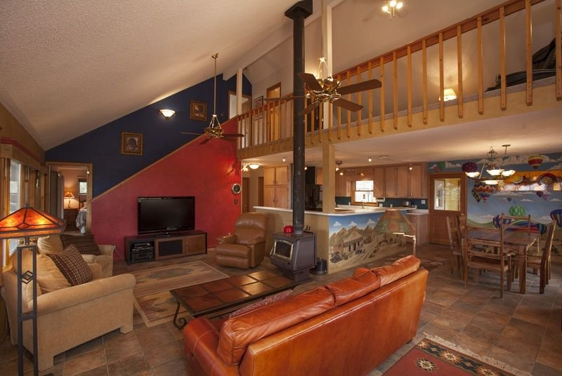 Spacious & Secluded Home with Incredible Mountain Views, Private Hot Tub & Sauna, alquiler de vacaciones en Bayfield
