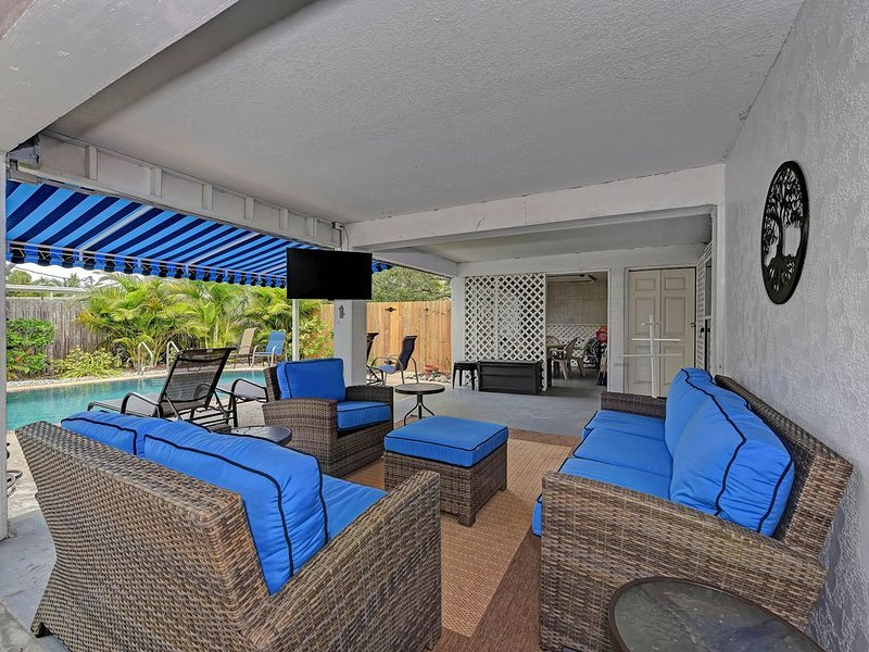 Laid-back beach escape with a private pool, screened lanai, Ping-Pong, and more!, alquiler de vacaciones en Holmes Beach