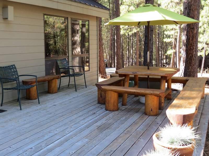 Rock Ridge #67 Wonderful home close to South Meadow Pool, holiday rental in Black Butte Ranch