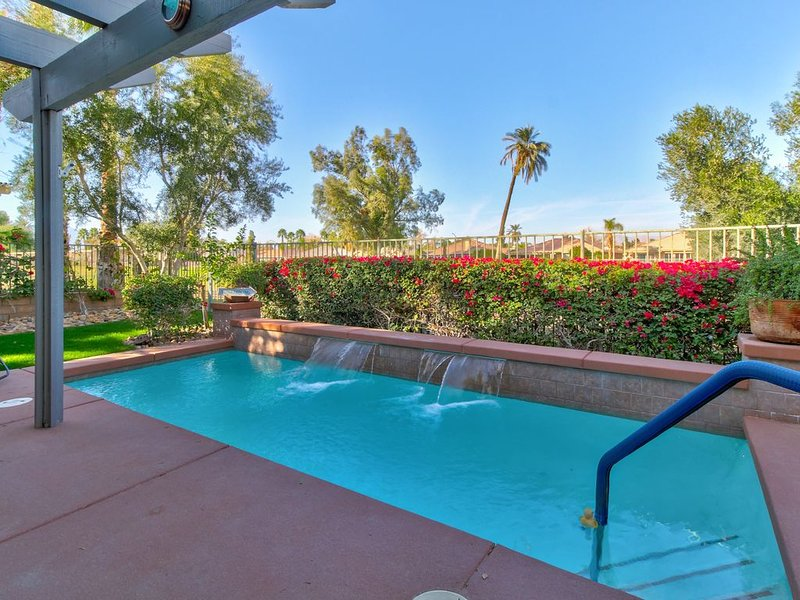 Golf lover's gem w/private pool, shared tennis, on-site golf, and shared spa, holiday rental in Coachella