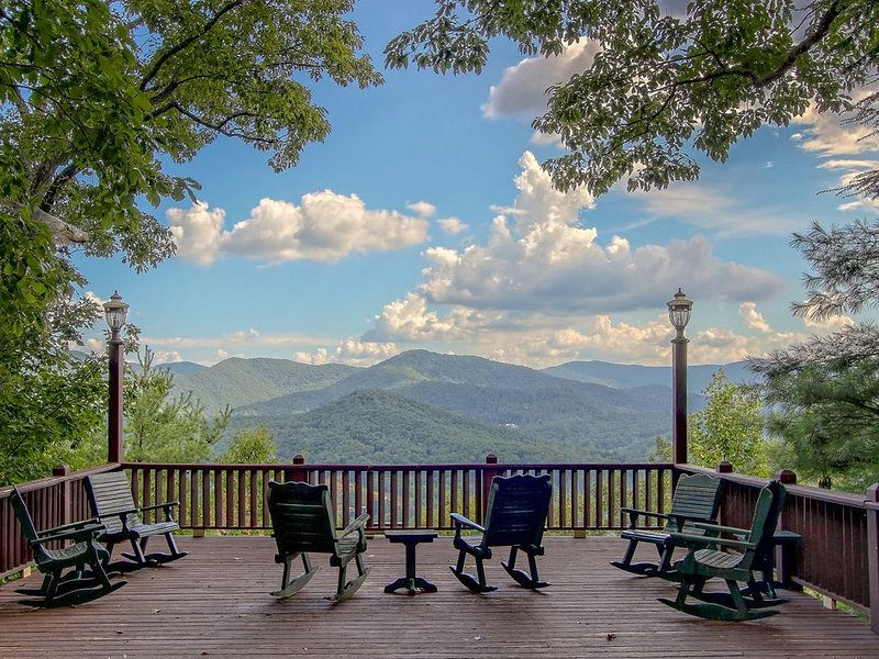 Luxury chateau w/private chapel, great for weddings and groups, casa vacanza a Blairsville