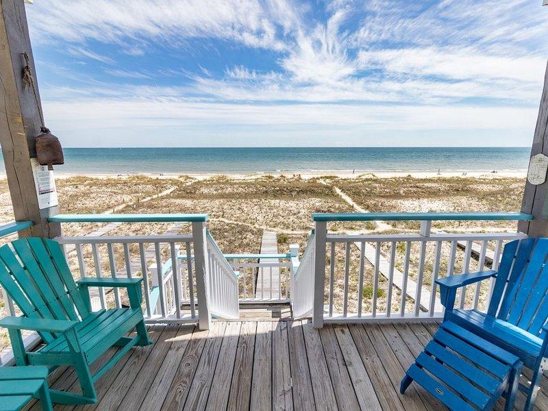 Abiding Place, Beachfront 3BR/3BA, Pet Friendly, Sleeps up to 10!, location de vacances à Eastpoint
