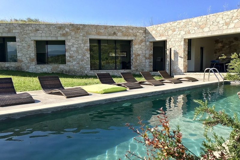 Villa Standing Architecte piscine privée, vacation rental in Saint Florent