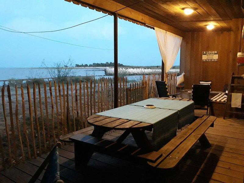 'La Pointe Pescade' : Cabane de Pêcheurs les pieds dans l'eau, location de vacances à Talais