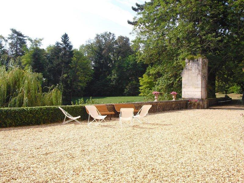 Château 17ème siècle grand confort bel ameublement arboré 9 hectares, casa vacanza a Saint-Felix-de-Villadeix