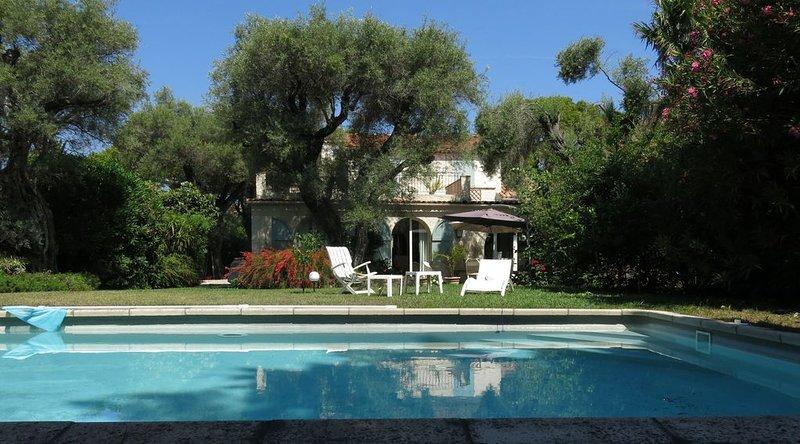 CAP D'ANTIBES - VILLA PISCINE PROXIMITE MER - 6 PERSONNES, holiday rental in Cap d'Antibes