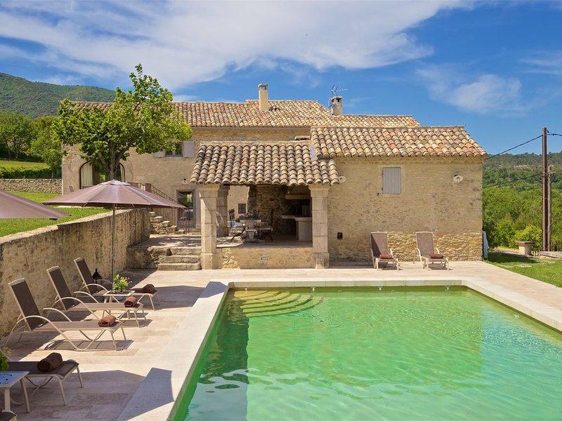 Cadre idyllique! Authentique propriété XVIIIème entièrement restauré, holiday rental in Bonnieux en Provence