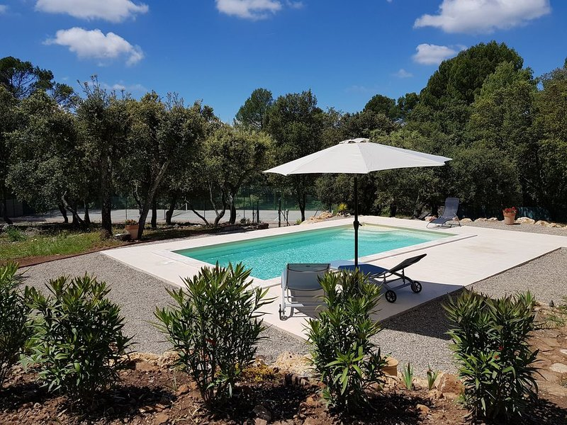 Private pool Private tennis court