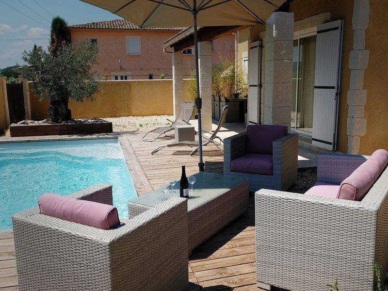 Maison 3 étoiles  tout confort avec piscine privée et chauffée, holiday rental in Cornillon
