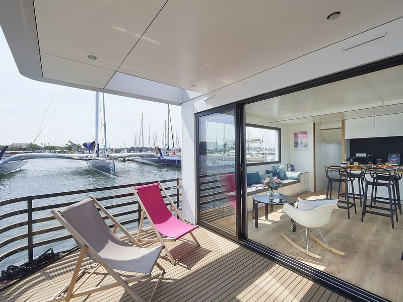 Venez découvrir 'L'ENDROIT' superbe HOUSEBOAT SEALOFT à quai, port de Kernevel, aluguéis de temporada em Morbihan