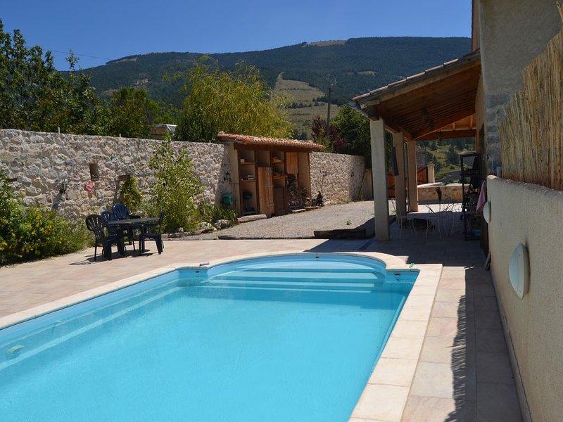 Bergerie de charme avec piscine privée à Montauban sur l'Ouvèze., vacation rental in Saint-Andre-de-Rosans