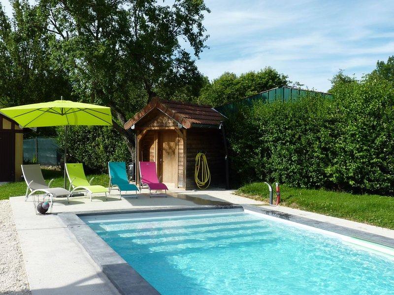 Maison 2 à 6 personnes dans trés beau parc  avec Piscine privée et chauffée, casa vacanza a Orges