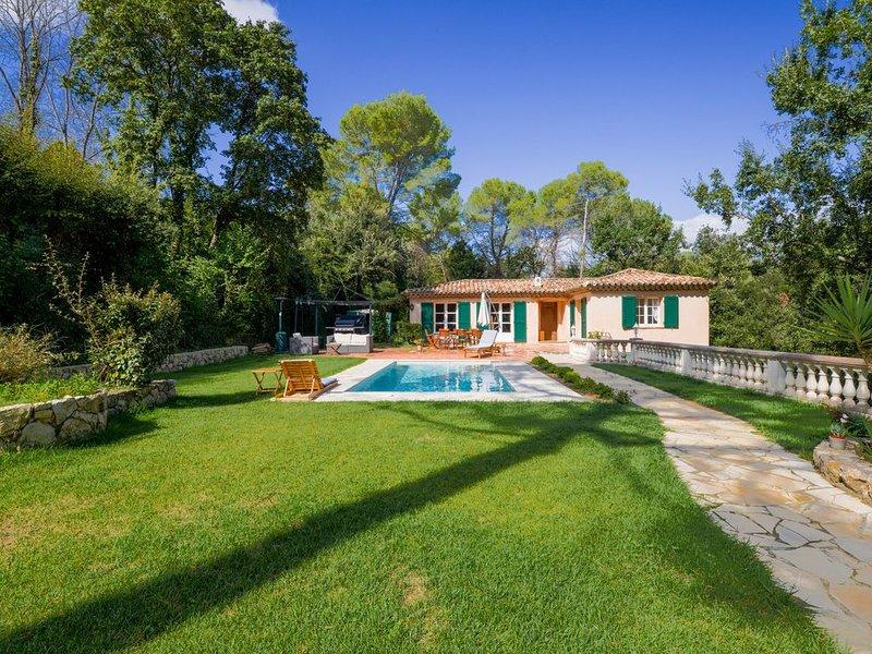 Valbonne Villa au calme avec piscine magnesium, location de vacances à Valbonne