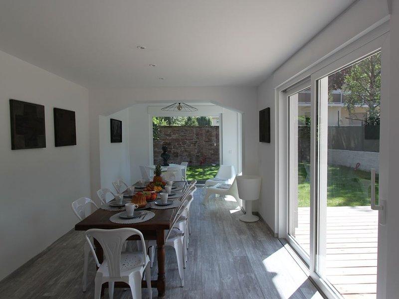 Classé 5 ***** Subtile et insolite maison avec jardin au centre de Colmar., Ferienwohnung in Colmar