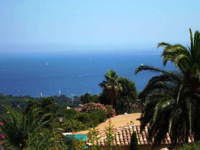 *** Vue Mer ! MAZET 3P avec terrasse, jardin, grande piscine dans rés. fermée, holiday rental in Les Issambres
