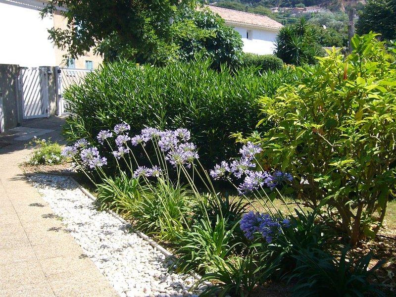 appartement 90m² avec piscine terrasse jardin, aluguéis de temporada em Toulon