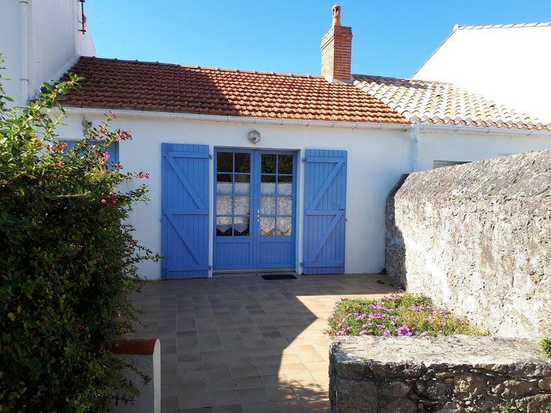 Maison typique à Noirmoutier terrasse et parking, plage à 40 mètres, vacation rental in La Gueriniere