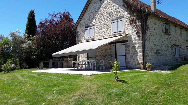 Belle grange entierement renovée avec piscine, holiday rental in Le Pescher
