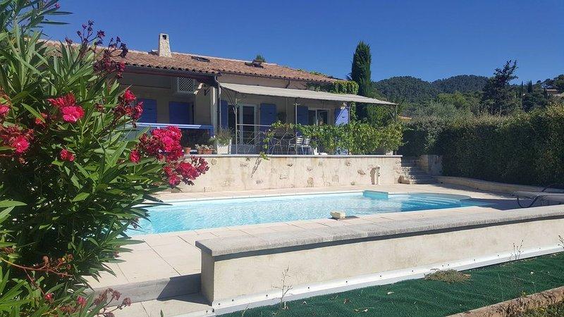 Villa avec piscine donnant sur une vue splendide ! dépaysement total ..., holiday rental in Grambois