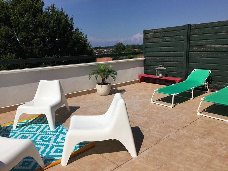 Appartement avec grande terrasse, vue panoramique océan et montagnes, alquiler vacacional en Hendaya