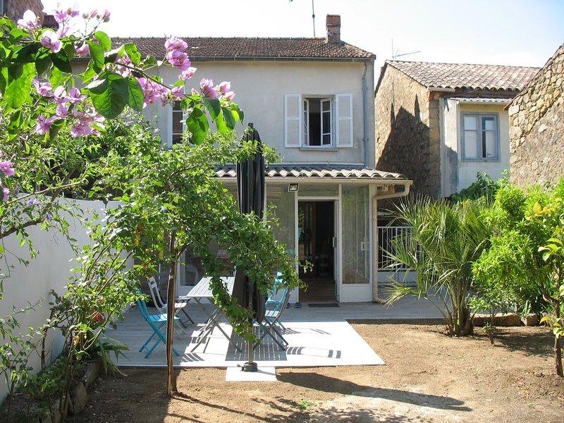 10 mn de la mer et de sentiers de randonnées agréable maison dans village Corse, holiday rental in Cuttoli-Corticchiato