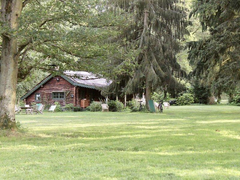 Chalet authentique au coeur de la Nature, en lisière de forêt de Rambouillet, casa vacanza a Nogent-le-Roi