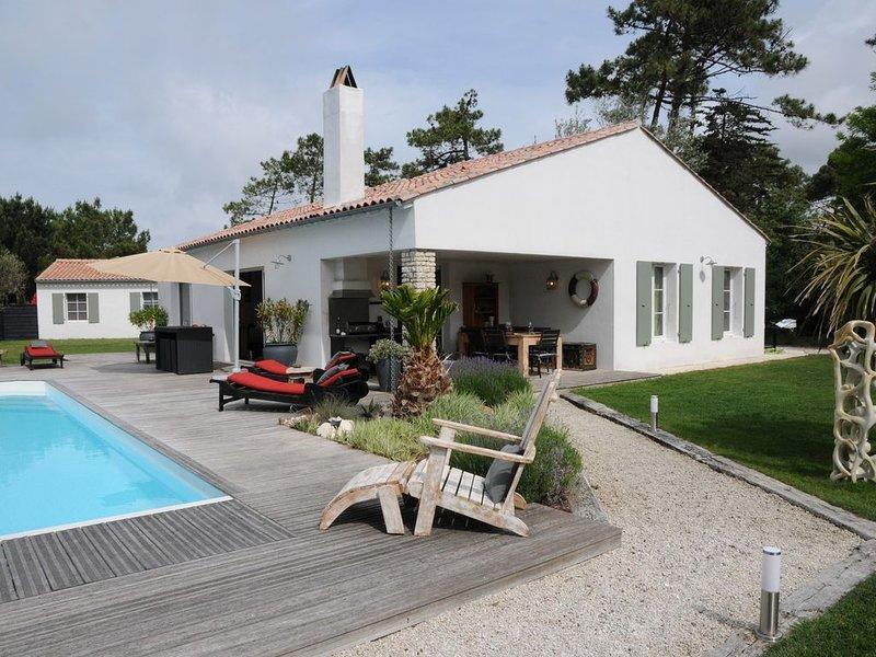 Dans la pinede jolie villa avec prestations de qualité, holiday rental in Sainte Marie de Re