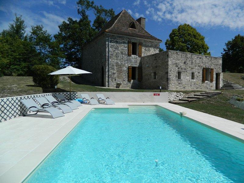 Gite avec piscine privée pour 6 personnes dans un site privilégié, vacation rental in Cahuzac