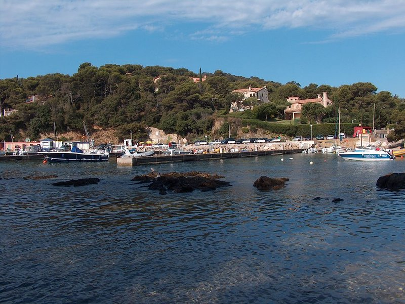 The port of Niel, located in the peninsula of Giens Romantisme garanti!