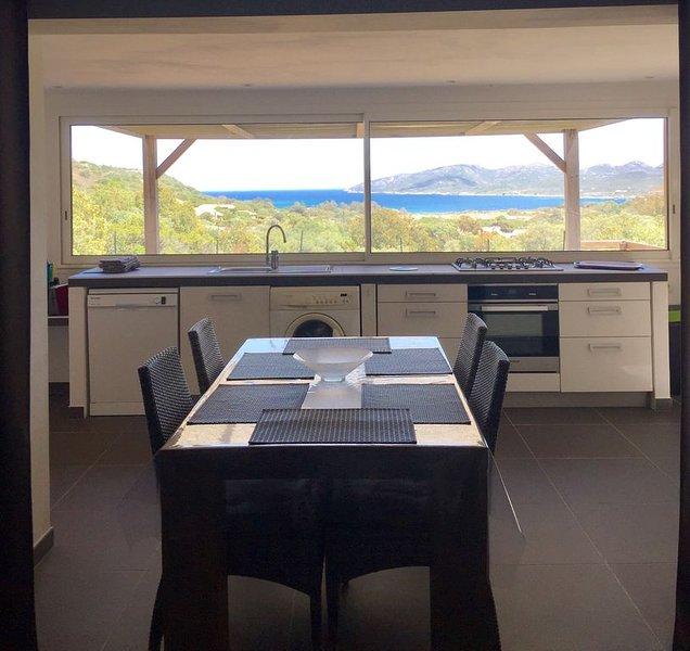 A 800m de la plage, vue imprenable sur la mer, rez-de-villa avec jardin privatif, location de vacances à Corse-du-Sud