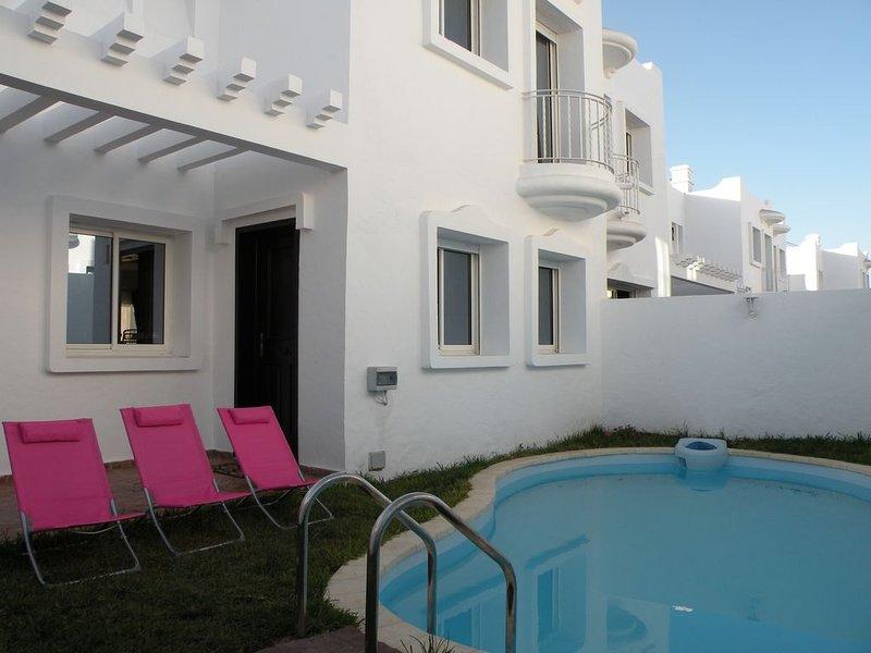 CASABLANCA - Villa Haut Standing Meublée - 250 M2 - 300 M Plage - Piscine Privée, holiday rental in Casablanca-Settat