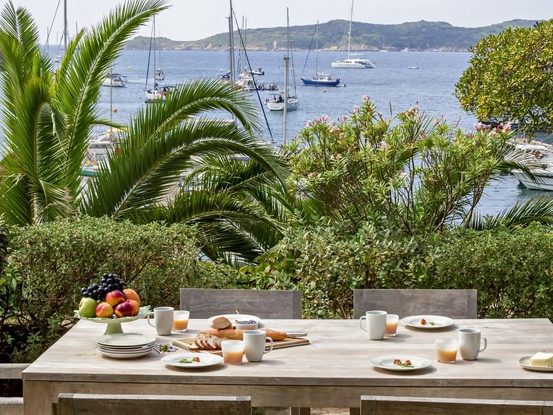 Grande maison au calme en bord de mer  située l'ile de Port-Cros, holiday rental in Ile du Levant