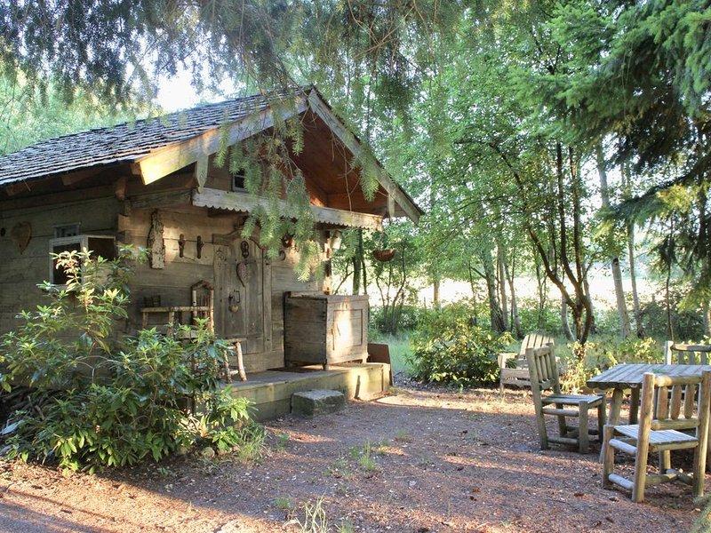 Merveilleuse cabane du XIXè siècle en forêt de Rambouillet, à 1heure de Paris, holiday rental in Septeuil