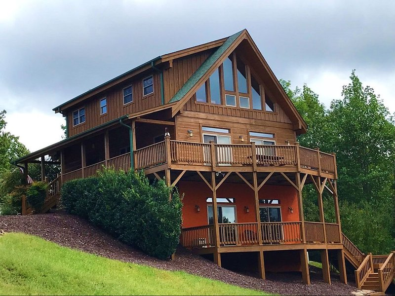 Family friendly mountain cabin with awesome westerly views in gated community., vacation rental in Vein Mountain