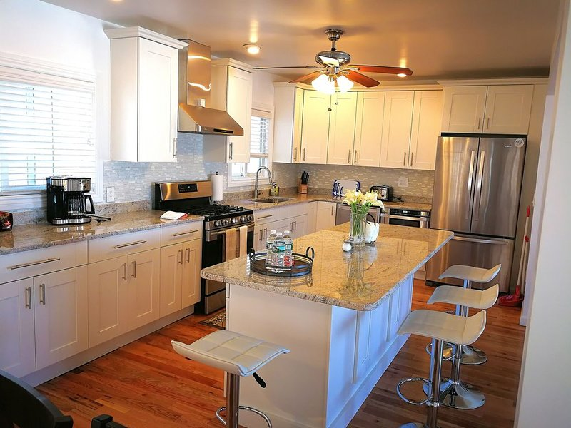 Renovated Beach House Close to Everything, Minutes to Boston, holiday rental in Weymouth