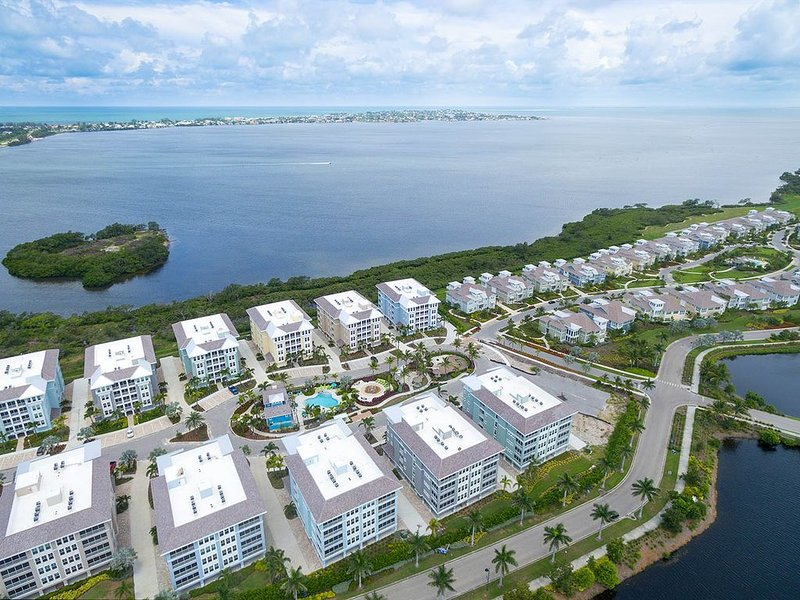'Living in Paradise' at 380 Aruba Circle #403 New Penthouse Condo great views, holiday rental in Holmes Beach